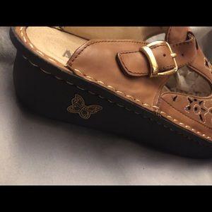 Alegria Shoes - NEW ALEGRIA TAN LEATHER CUTOUT MULES SZ 39/9